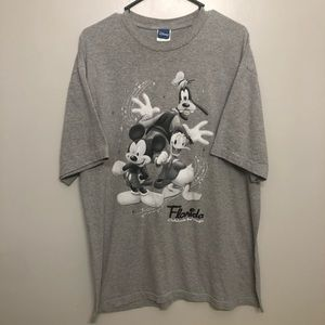 Disney Mickey Mouse& friends graphic tee gray